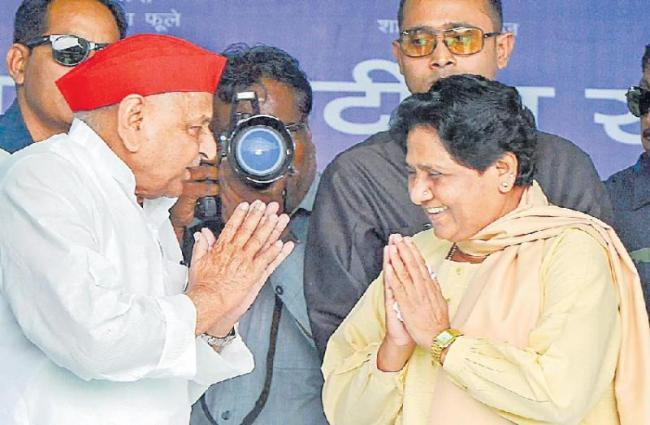 Mulayam Singh Yadav, Mayawati together after 24years - Sakshi