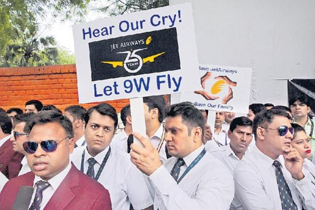 Bank unions write to Modi, want government to take over Jet Airways - Sakshi