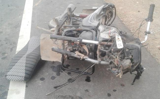 Bike Accident in Prakasam - Sakshi