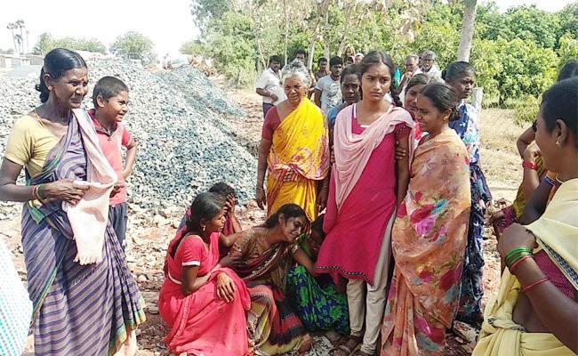 Man Dies in Cement Machine PSR Nellore - Sakshi