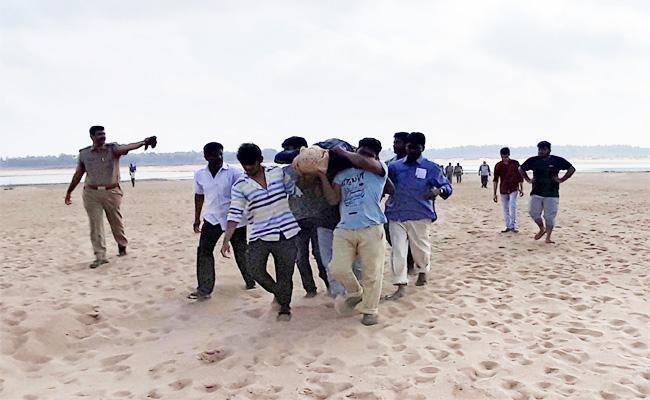 Three Men Died in Godavari Tour - Sakshi