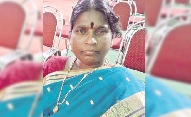 Women Died in Lift Accident Girls Hostel Hyderabad - Sakshi