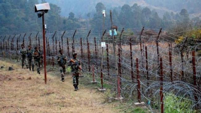 Govt shuts down cross-LoC trade with Pak-occupied Jammu & Kashmir - Sakshi