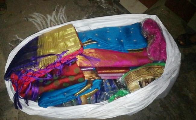 Kadapa Police Trying to Mafi TDP Silk Saree Distribution Case - Sakshi
