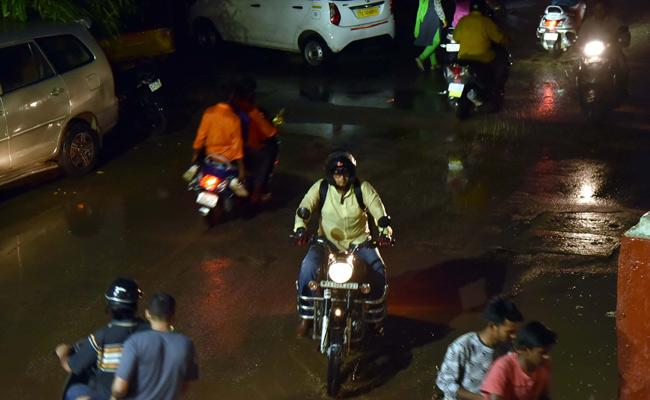 Heavy Loss Due To Unseasoned Rains In Telugu States - Sakshi