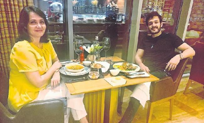 Akhil Akkineni Dinner Date With His Mom Amala Akkineni - Sakshi