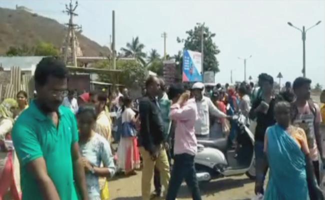 Around 150 APPSC Candidates Did Not Write Screening Test For Panchayat Secretary - Sakshi