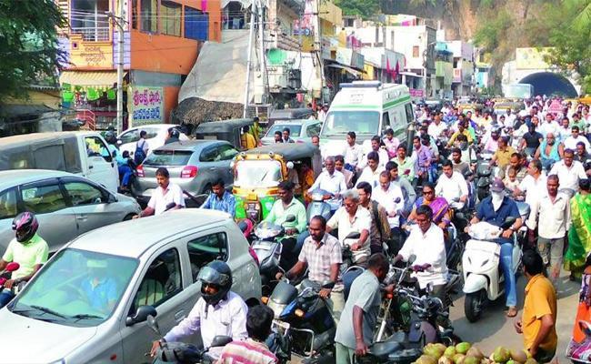 Full Traffic Problems In Prakasam - Sakshi