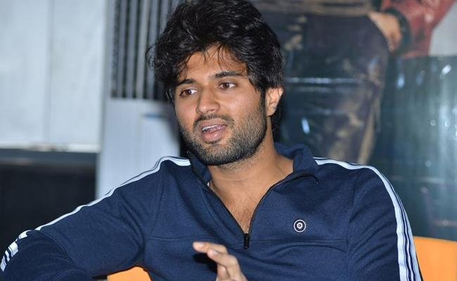 Vijay Devarakonda Dear Comrade May Postponed To June - Sakshi