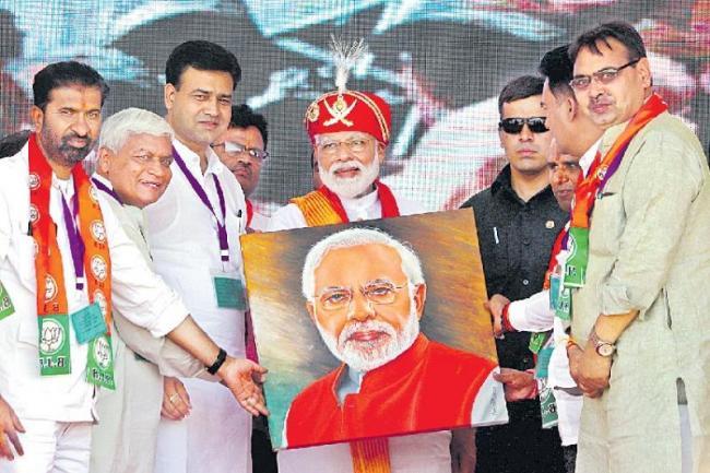 Narendra Modi warned Pakistan of consequences if Abhinandan Varthaman not returned - Sakshi