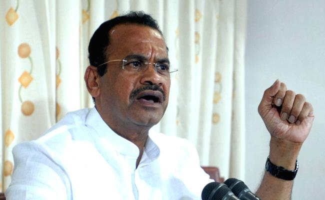Komatireddy Venkat Reddy Fires On Telangana Inter Board - Sakshi