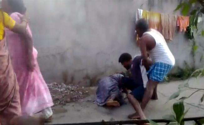 Congress Worker Attack Women In Peddapalli - Sakshi