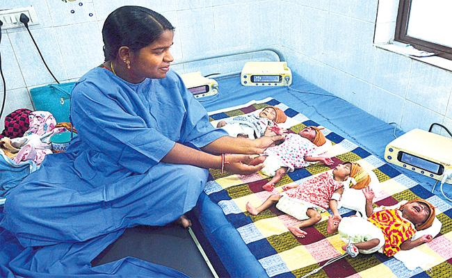 Four Child Birth in One Delivery in Hyderabad - Sakshi