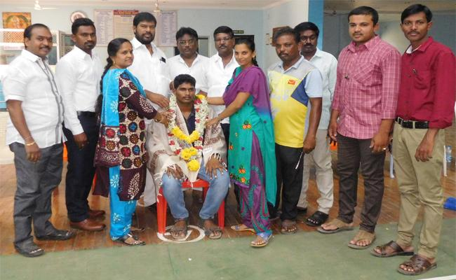 Kadapa Youngmen Select For Telugu Titans - Sakshi