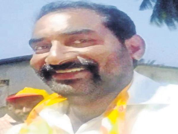 TDP Leader Marri Ravi Robbery In Police Dress Up - Sakshi