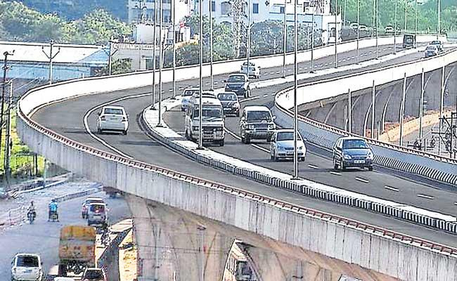 Only One Way Allowed On PV Narasimha Rao Express Highway - Sakshi