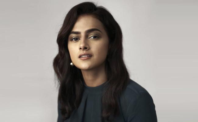 Shraddha Srinath Comments On Samantha In U TURN Remake - Sakshi