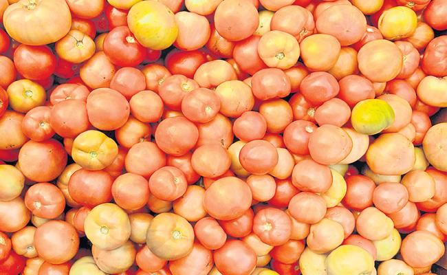 Tomato Price Hikes in Hyderabad Markets - Sakshi