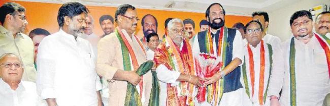 Jeevan Reddy takes oath as MLC - Sakshi