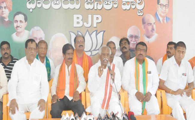 BJP Will Win 300 Seats In Lok Sabha Elections 2019 Bandaru Dattatreya - Sakshi