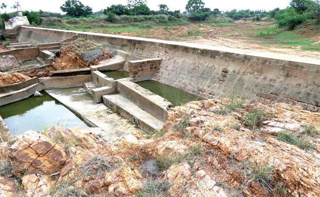 Officials Negligence on Andhra Canal Break West Godavari - Sakshi