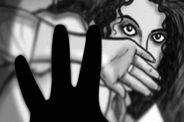 Molestation Attack On Tenth Class Girl Student - Sakshi