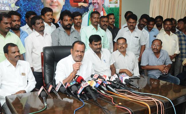 Komatireddy venkat reddy Says Congress Will Win Three ZP Seats In Nalgonda - Sakshi