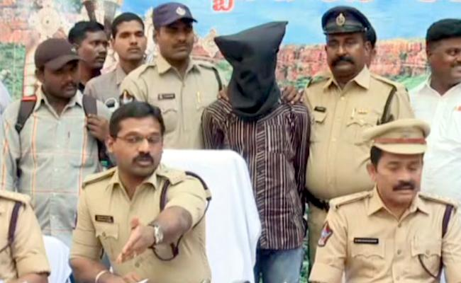 A Thieve Was Arrested By Tirupathi Police Regarding Of Theft In Temple - Sakshi