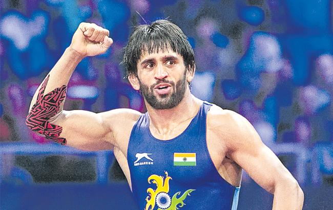Bajrang Punia wins 65 kg gold; India finish with 3 medals on day one - Sakshi