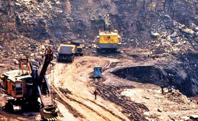 Mining Scam: ED attaches rs 40 crore worth properties of alagiri son dhayanidhi - Sakshi