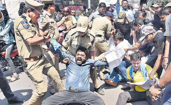 Students Protest Continue Third Day Also - Sakshi