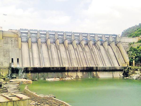 State Govt Negligence On Srisailam reservoir - Sakshi