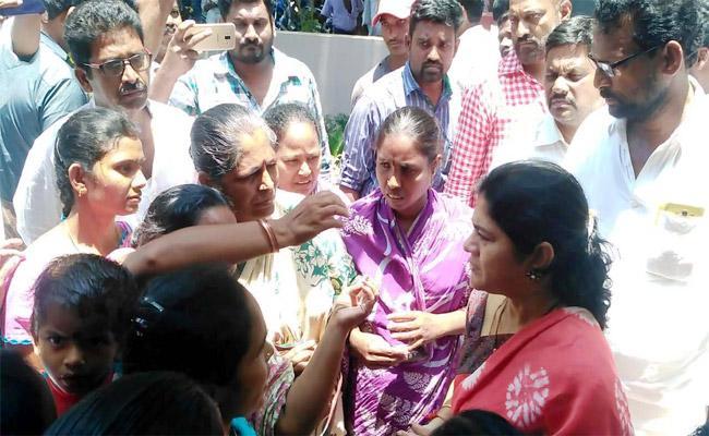 TDP Leaders Attack on YSRCP Leaders - Sakshi