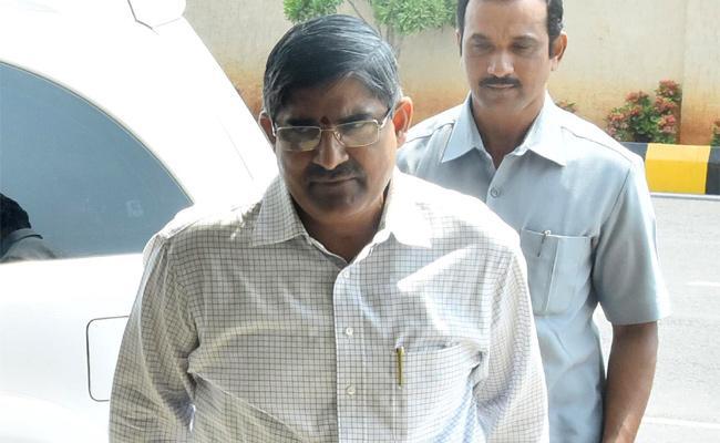 All Eyes on  AP Chief Secretary LV Subramanyam Delhi Tour - Sakshi