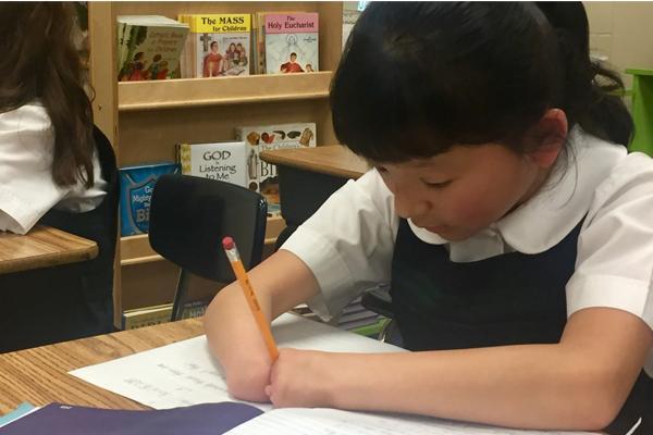 Girl with no hands Sara Hinesley becomes hand writing Champion - Sakshi