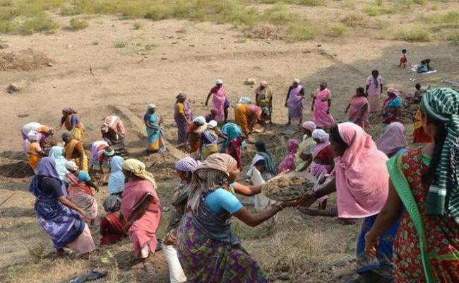 Upadi Hami Pathakam Drinking Water Problems - Sakshi