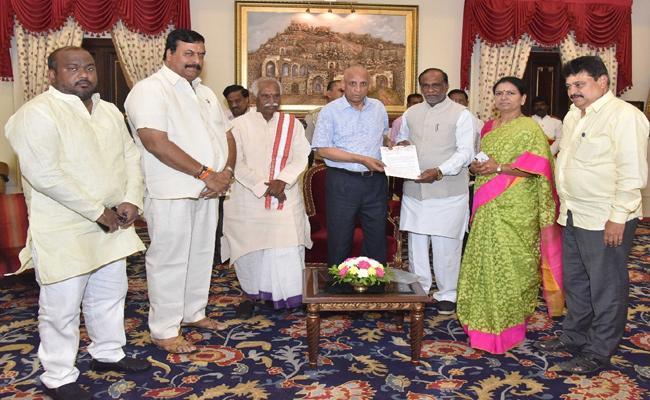 BJP Leaders Meets Governor Narasimhan Over Telangana Inter Results - Sakshi