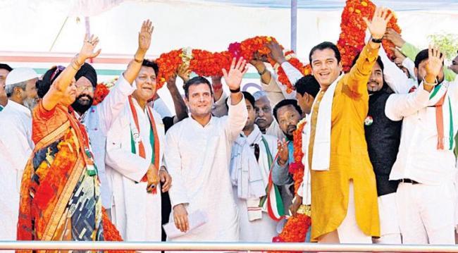 Narendra Modi protected interest of 15 selected people - Sakshi
