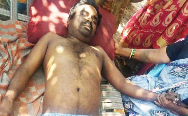 Teacher Suspicious death in Vizianagaram - Sakshi