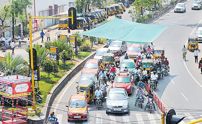 Green Network is set up in traffic signals - Sakshi