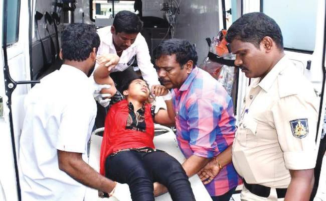Father Murder Attempt on Children And Commits Suicide Karnataka - Sakshi
