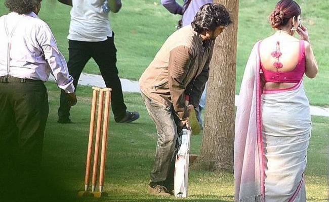 Rajinikanth Darbar Cast And Crew Playing Cricket In Shooting Spot - Sakshi