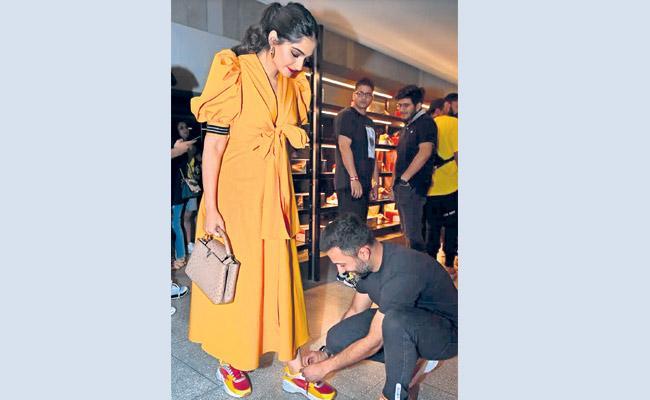 Ranvir Singh And Deepika Padukone Beautiful Couple - Sakshi