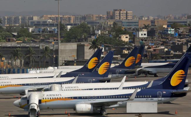 Jet Airways employee commits suicide - Sakshi