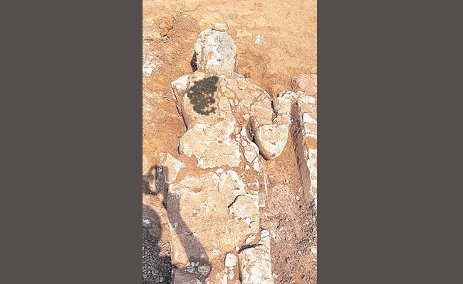 Archaeologists Unearth Biggest stucco sculpture in Suryapet - Sakshi