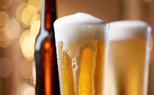 Alcohol Prices Scam in West Godavari - Sakshi