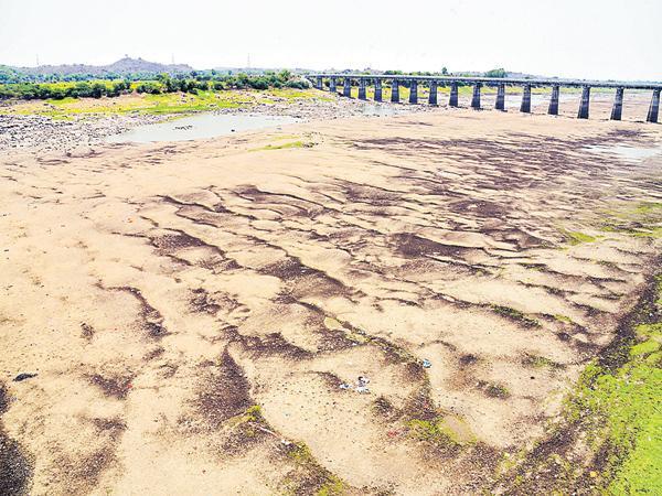 No Water In Godavari River At Basara Temple - Sakshi