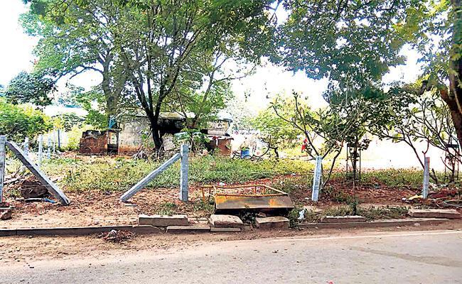 Vigilance And Enforcement Target to Parks And layouts - Sakshi