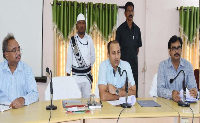 Fani Cyclone In West Godavari - Sakshi
