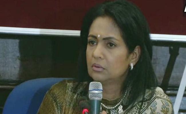 Vinod Khanna Wife Says She Felt Rejected But BJP Has Her Support - Sakshi